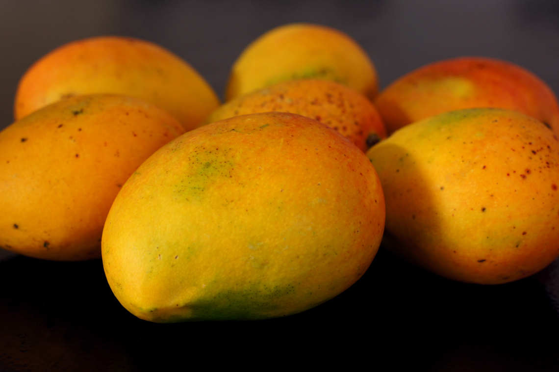 Mangos or Mangoes?